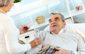 «Коктейль» лекарств от давления, статинов и аспирина вдвое снижает риск смерти инфаркта и инсульта